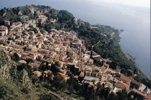 נופש בסיציליה: נוף לים מעל טאורמינה