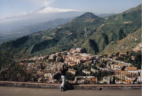 נופש בסיציליה: איזור טאורמינה והסביבה. נוף להר הגעש אתנה