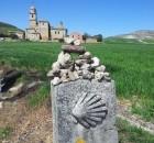 לאורך הקמינו, אבן עם סמל הצדף