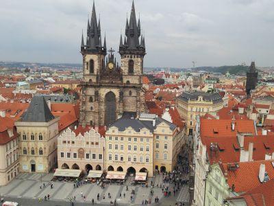 פראג אטרקציות: כנסיית טין, כיכר העיר העתיקה בפראג